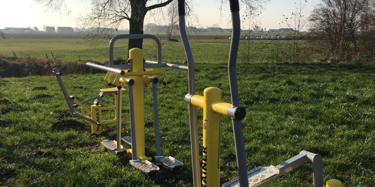 """Pięknieje wielkopolska wieś – """"Ćwiczą starsi, ćwiczą młodzi, sport nikomu niezaszkodzi – zagospodarowanie terenu przy sali wStrzydzewie"""""""